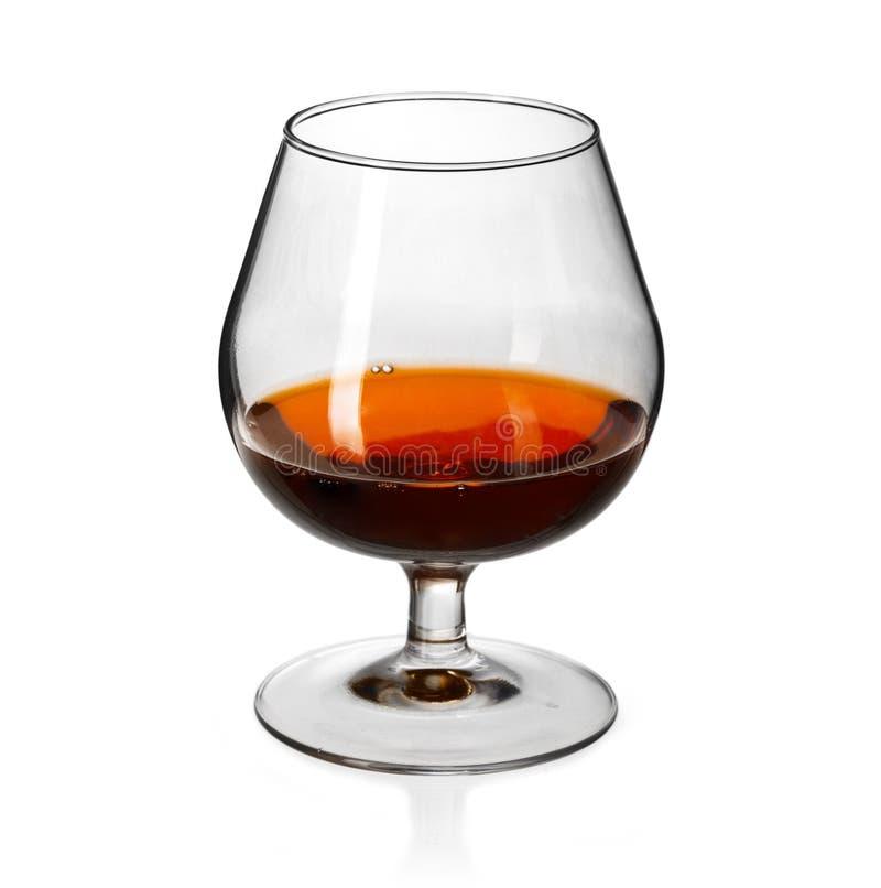 Verre de cognac dessus sur le fond blanc images stock