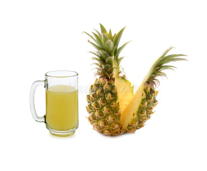 Verre de jus d'ananas d'isolement sur le blanc image stock