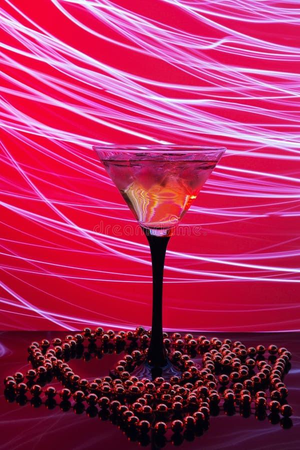 Verre de Martini et lumière abstraite photos stock