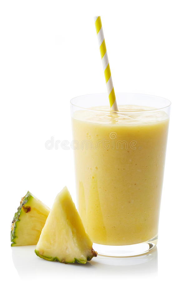 Verre de smoothie d'ananas photographie stock