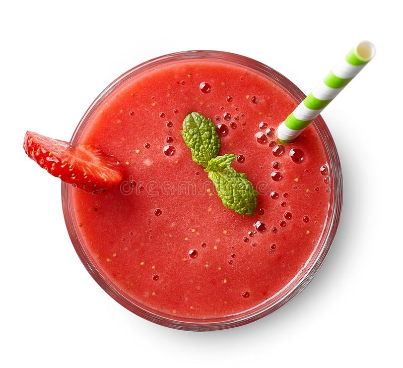 Verre de smoothie de fraise images stock