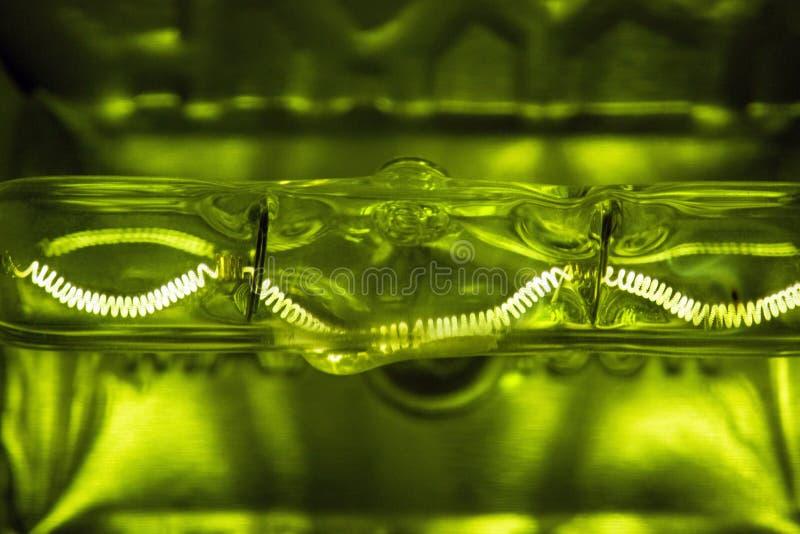 Verre de soudure foncé d'uder d'ampoule de filament images libres de droits