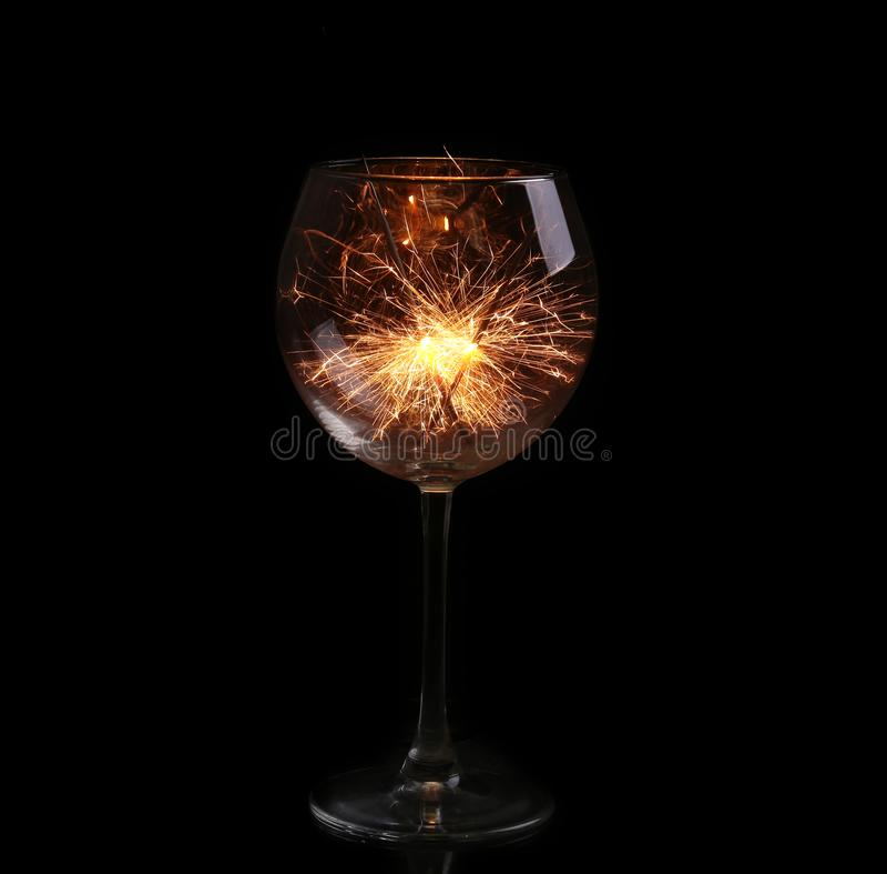 Verre de vin avec un cierge magique photos libres de droits