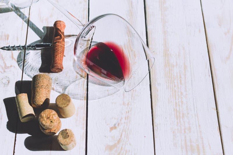 Verre de vin, liège et tire-bouchon photos libres de droits