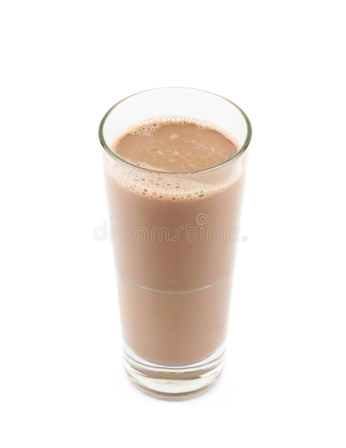 Verre grand de lait chocolaté d'isolement photographie stock libre de droits