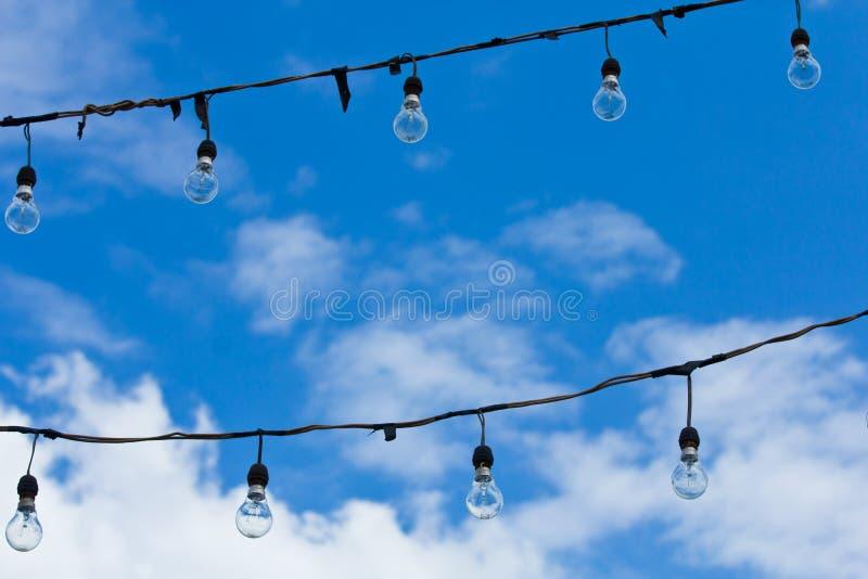 Verre léger avec le ciel photographie stock