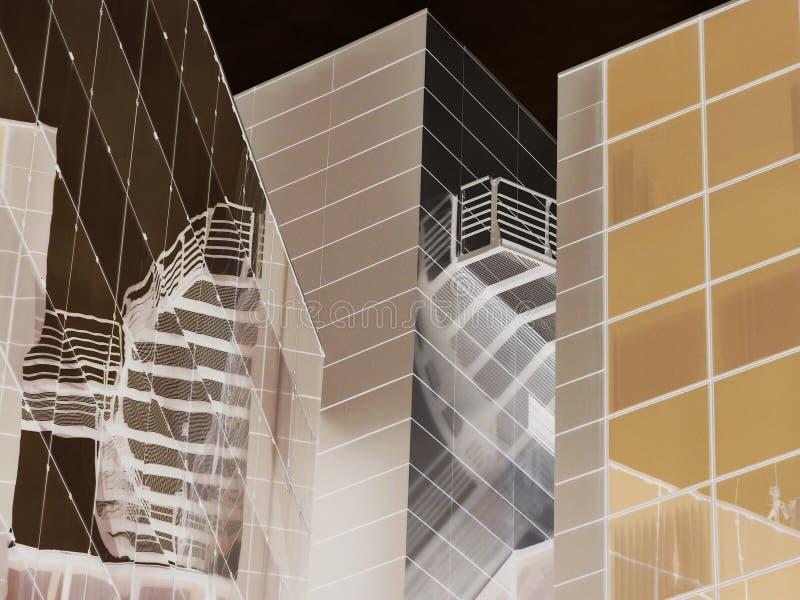 Verre moderne et abrégé sur de construction en aluminium façade photos stock