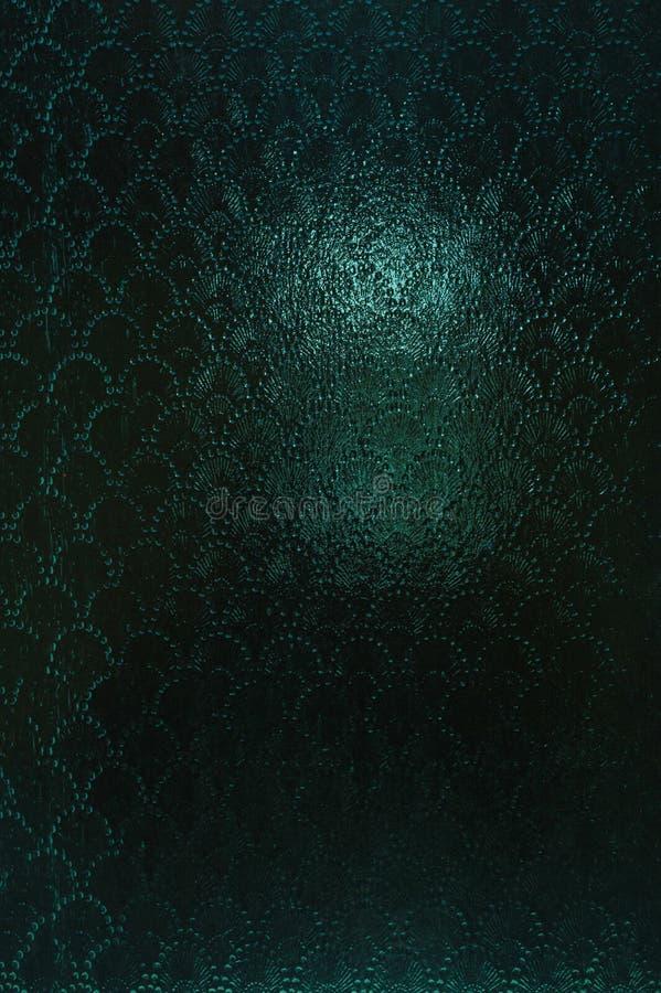 Verre opacifié par vintage avec un modèle abstrait légèrement brouillé Fond foncé texturisé cyan de vintage photo stock