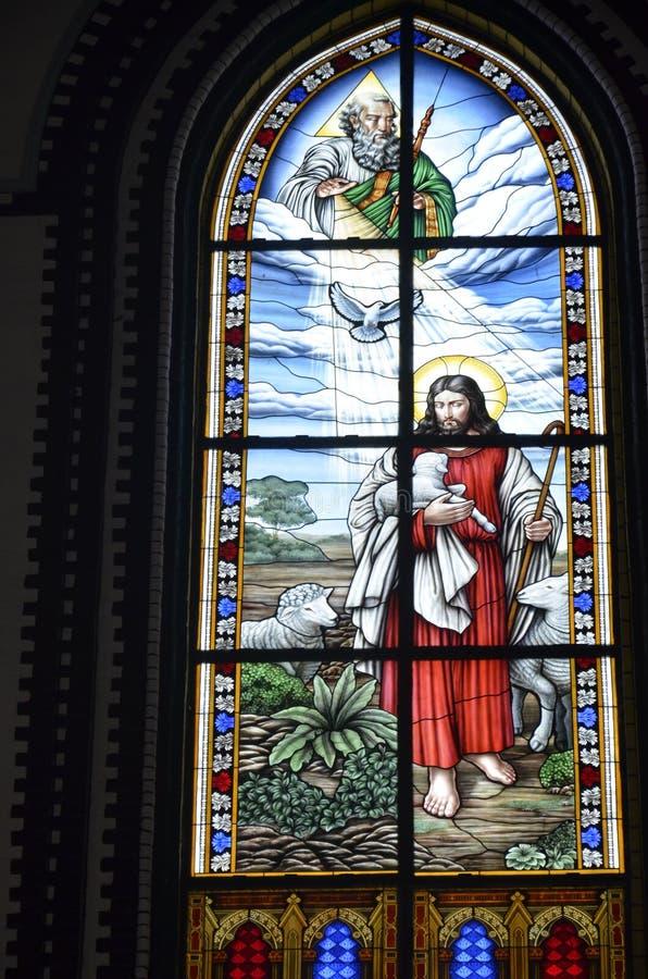 Verre souillé à la cathédrale du ` s de St Mary, Yangon photo stock