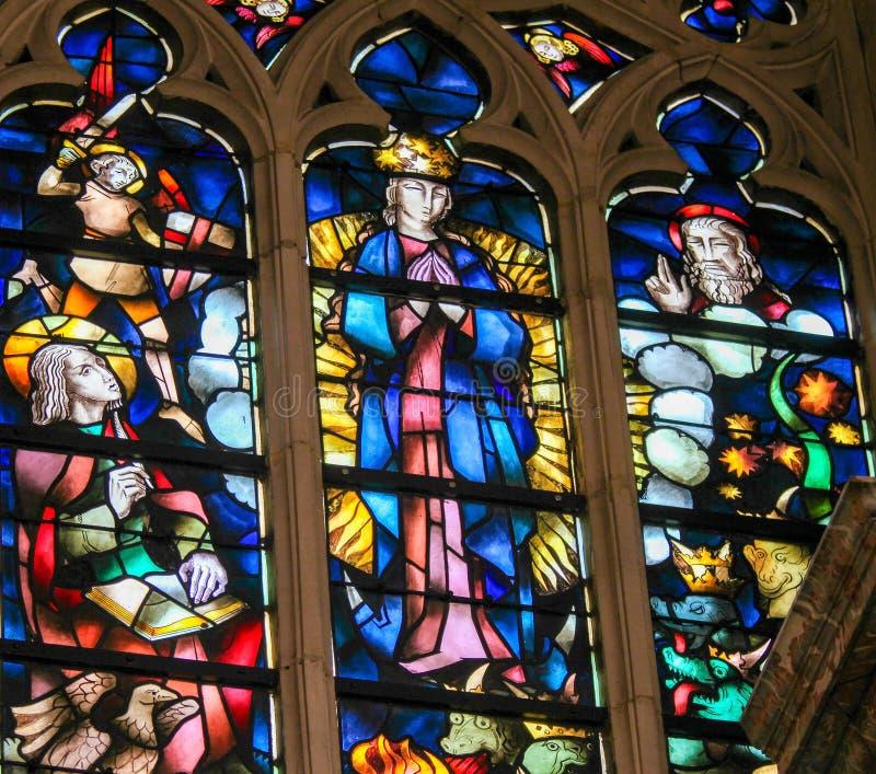 Verre souillé - acceptation de Vierge Marie béni images stock