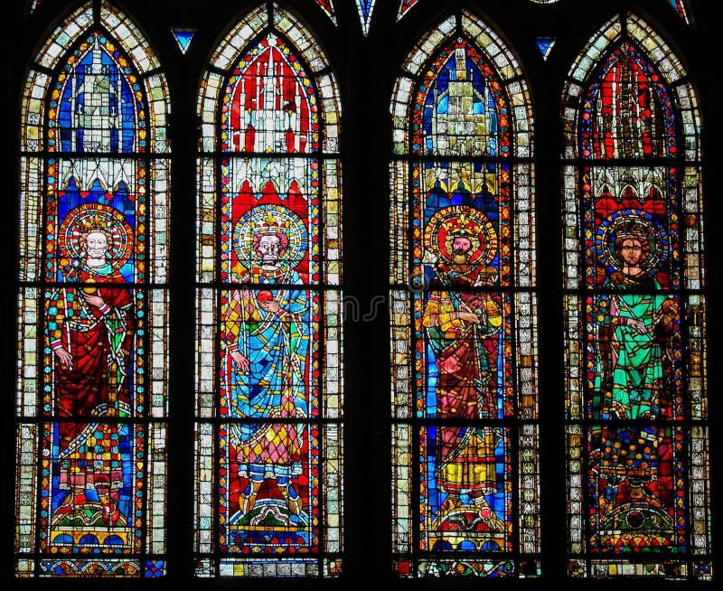 Verre souillé dans la cathédrale de Strasbourg, France image stock