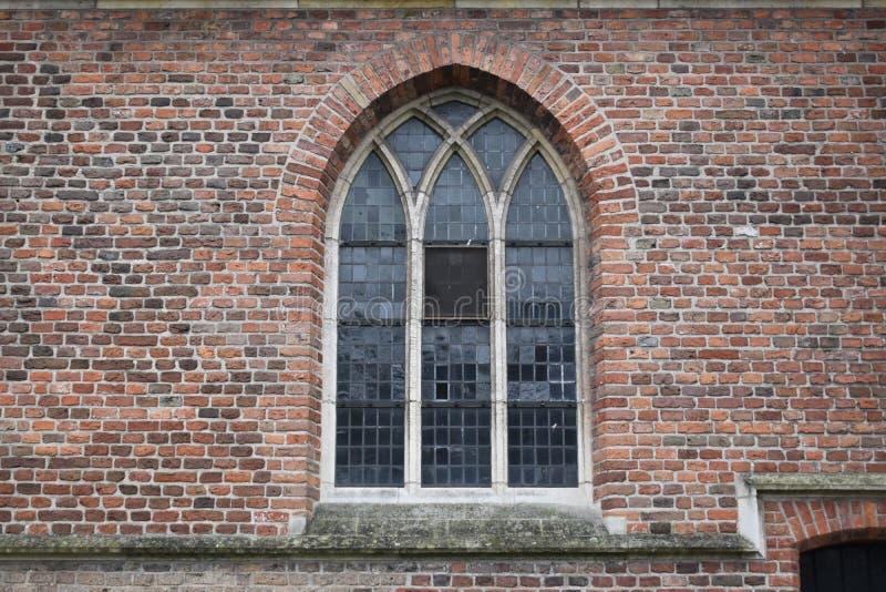 Verre souillé de vieille église néerlandaise photographie stock