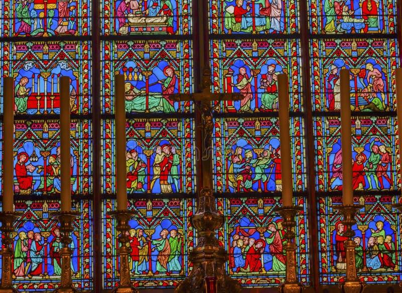 Verre souillé Notre Dame Paris France de Moyens Âges d'autel images libres de droits
