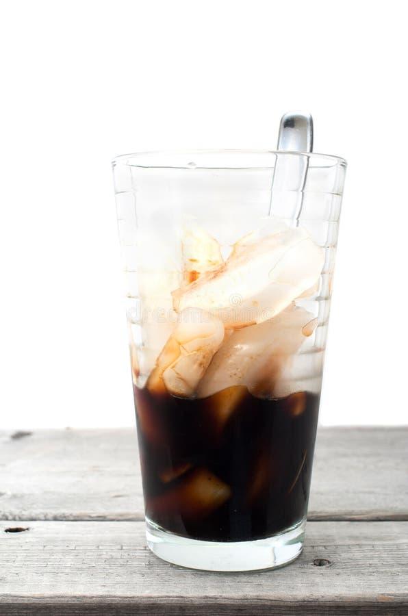 Verre vietnamien à moitié vide de café de glace image stock