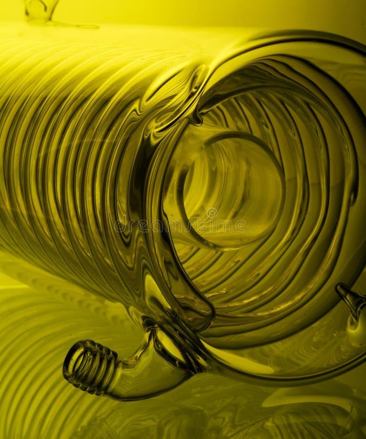verrerie chimique avec la réflexion sur le fond image libre de droits