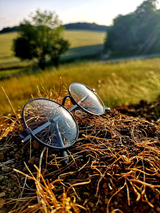 Verres à la lumière du soleil photo libre de droits