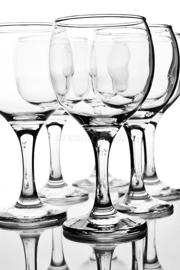 Verres à vin vides avec la réflexion photographie stock