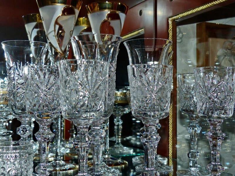 Verres cristal pour le champagne, le vin et la vodka Ajournez la configuration photo stock