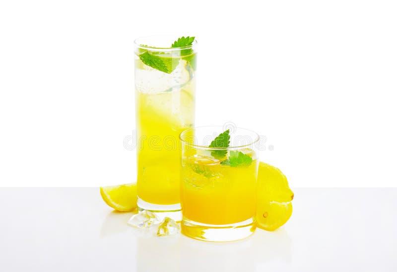 Verres de boisson de jus de citron photo libre de droits