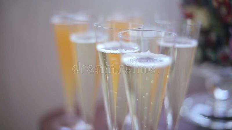 Verres de champagne banque de vidéos