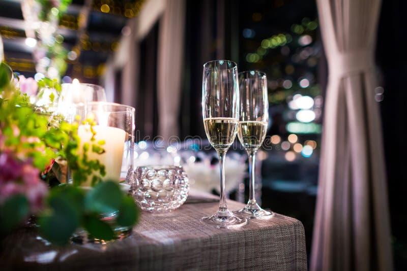 Verres de champagne de mariage photo libre de droits