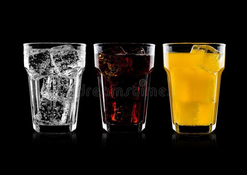 Verres de kola et de boisson et de limonade de soude orange images stock