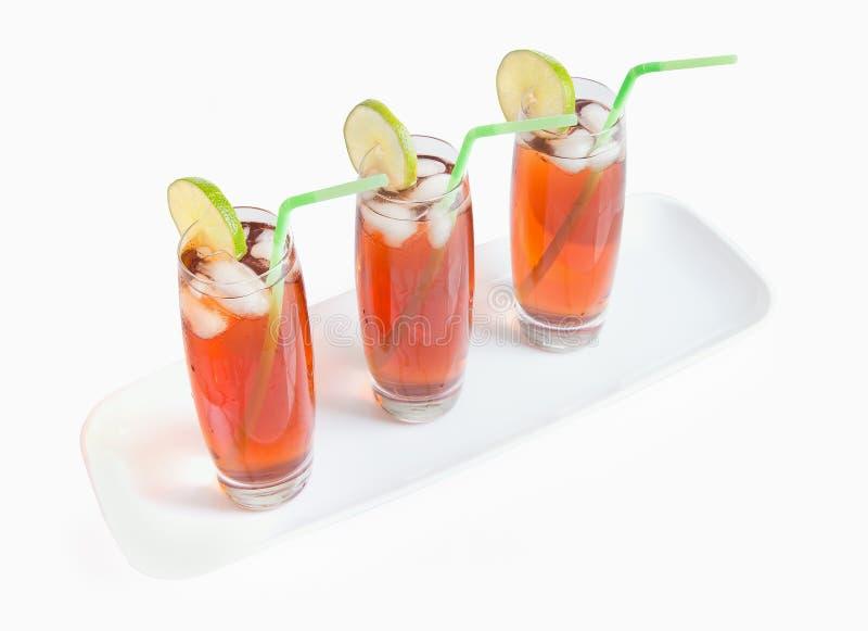 Verres glacés de thé sur le blanc photo libre de droits