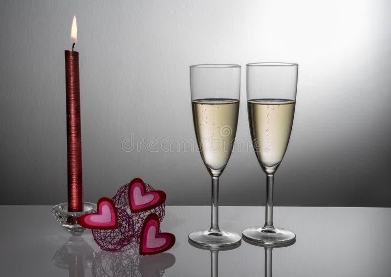 Verres pour célébrer valentines le 14 février photos stock