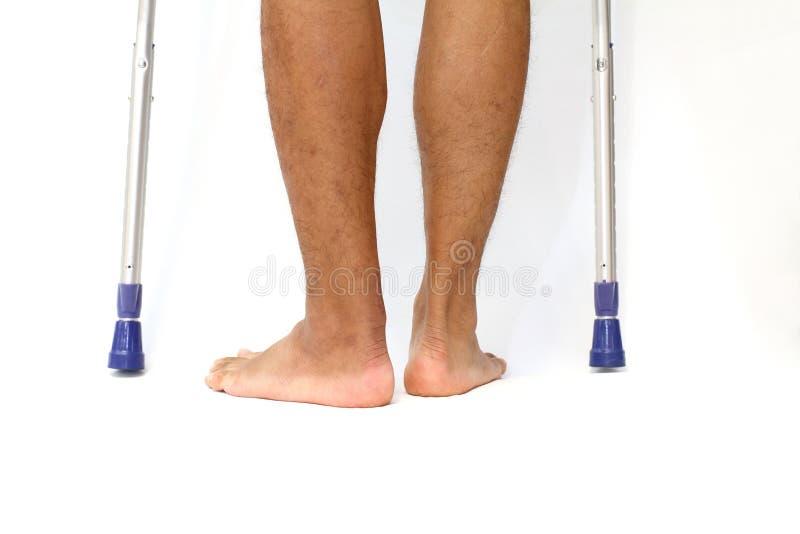 Verrichtingslitteken van Achilles peesbreuk en crutchs stock afbeelding