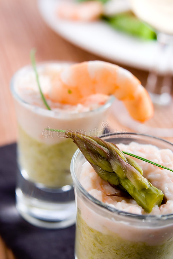 Verrines d'asperge et de crevette photo stock