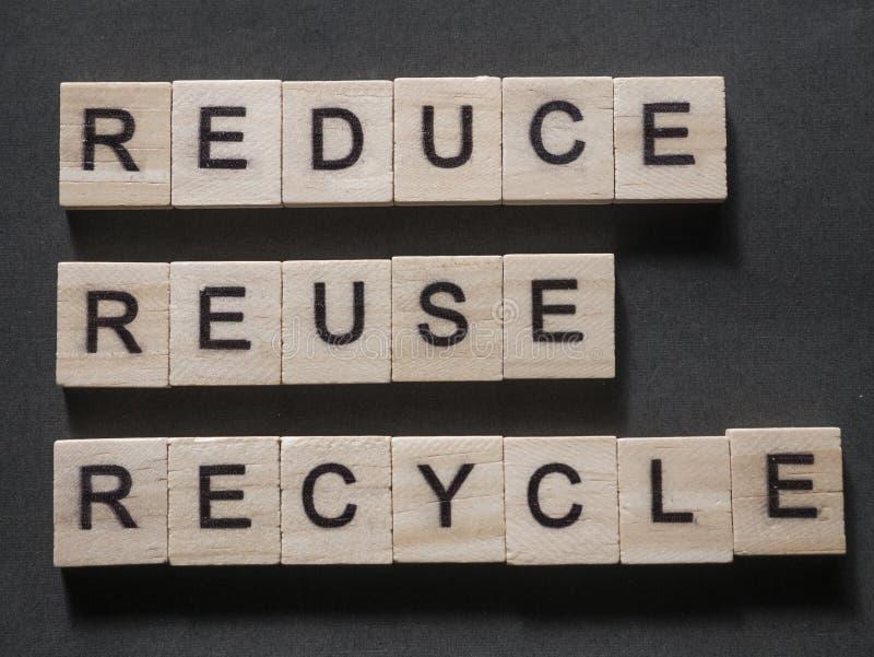 Verringern Sie Wiederverwendung aufbereiten, Motivwort-Zitat-Konzept stockfotos