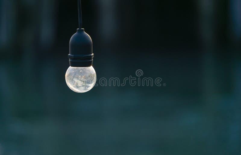Verringerung von alten Glühlampen mit einer gummierten Basis für Gebrauch im Freien, weil er wasserdicht ist stockfoto
