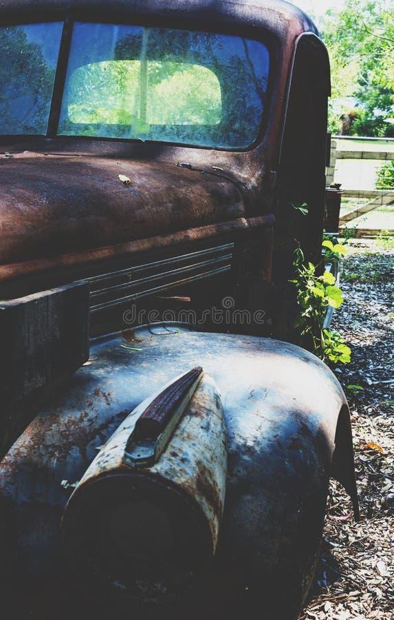 Verrostende aufgegebene vierziger Jahre Chevy lizenzfreie stockfotos