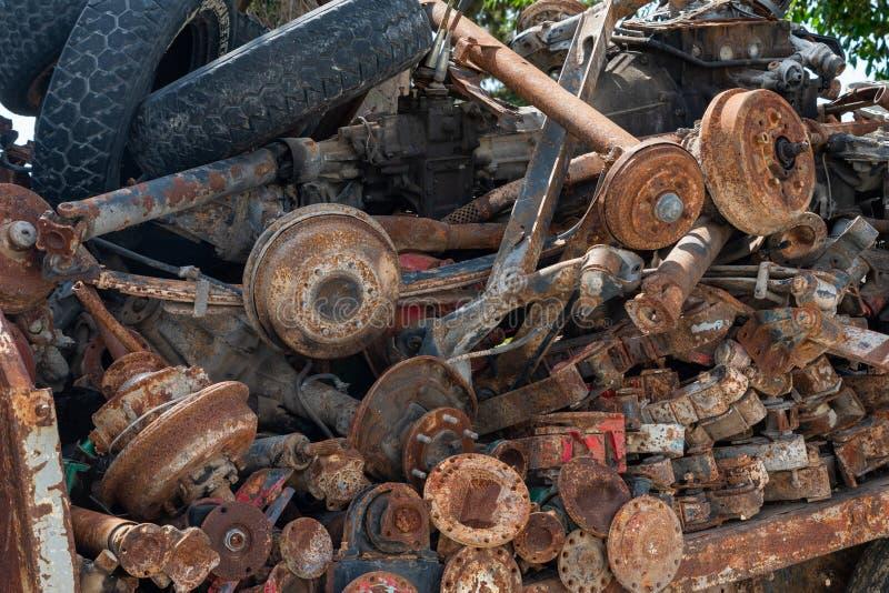 Verrostete alte Ersatzteile des Fahrzeugs lizenzfreie stockfotos