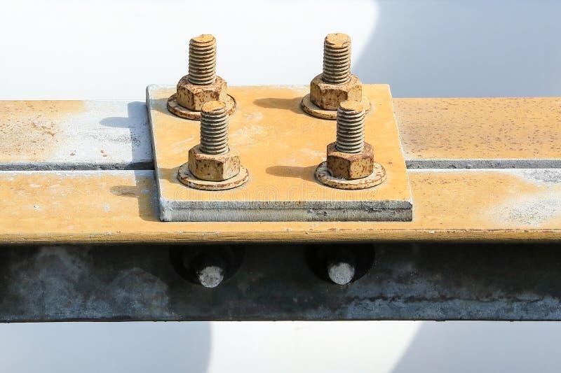 Verrosteter metallischer Stahlbolzen stockbilder