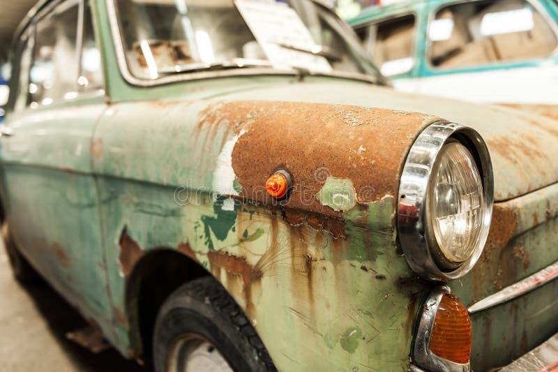 Verrostetes altes Auto lizenzfreies stockfoto