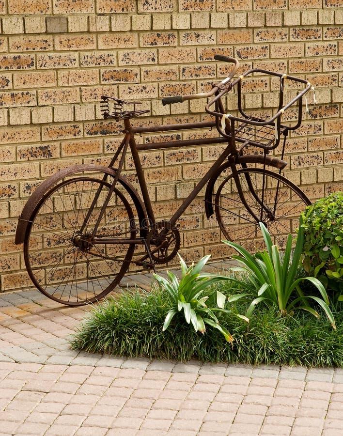 Verrostetes altes Fahrrad lizenzfreie stockfotos