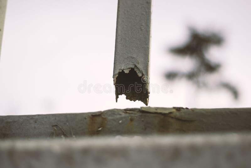 Verrostetes gebrochenes Eisen lizenzfreies stockfoto