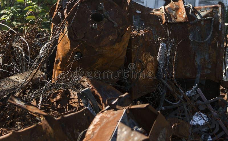 Verrostetes Metall vom Feuer lizenzfreie stockfotos
