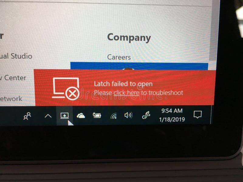 Verrou d'ordinateur portable défaillant pour ouvrir le besoin de dépanner photo libre de droits