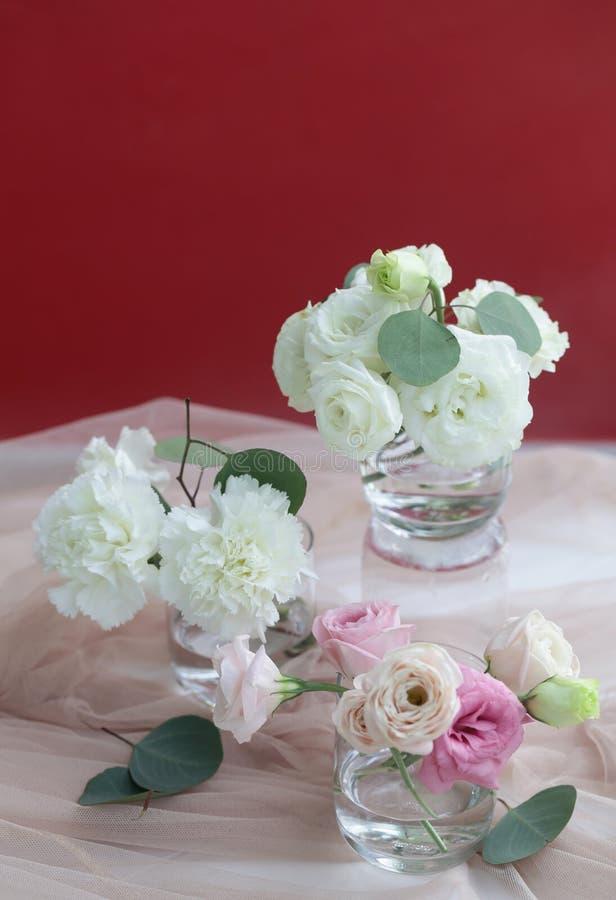 Verrukkelijk boeket van witte en roze kleuren royalty-vrije stock foto's
