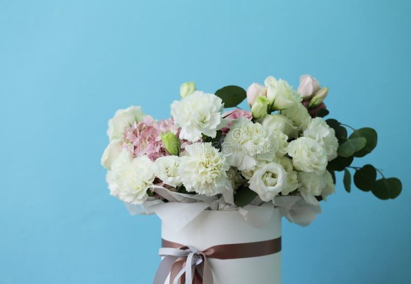 Verrukkelijk boeket van witte en roze kleuren royalty-vrije stock afbeeldingen
