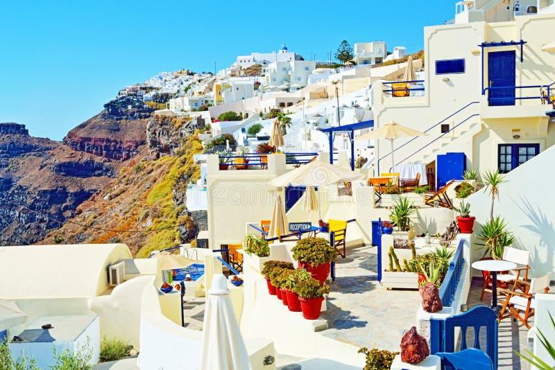 Verrukkelijke Santorini-de hotels buitenmening Cycladen Griekenland van de eilandluxe stock afbeelding