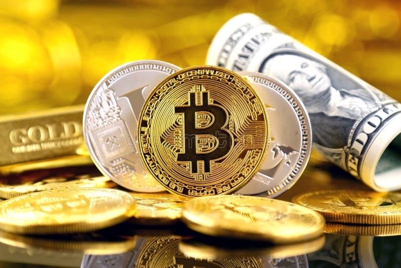 Versão física do dinheiro de Bitcoin e de Litecoin e de cédulas virtuais novos de um dólar fotografia de stock royalty free