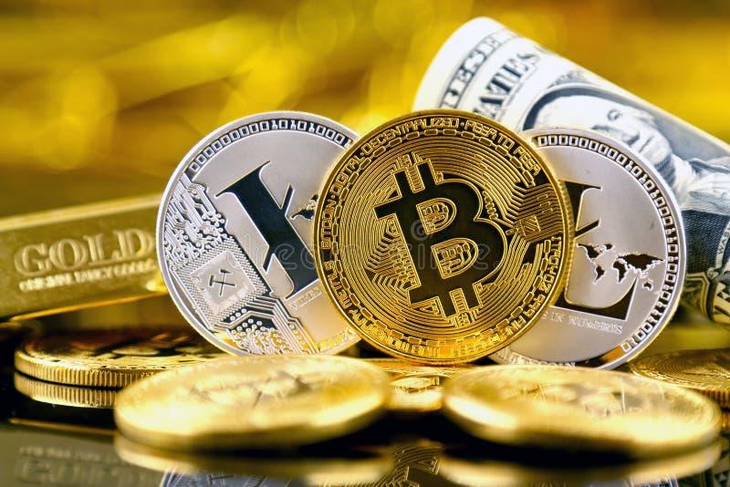 Versão física do dinheiro de Bitcoin e de Litecoin e de cédulas virtuais novos de um dólar fotos de stock