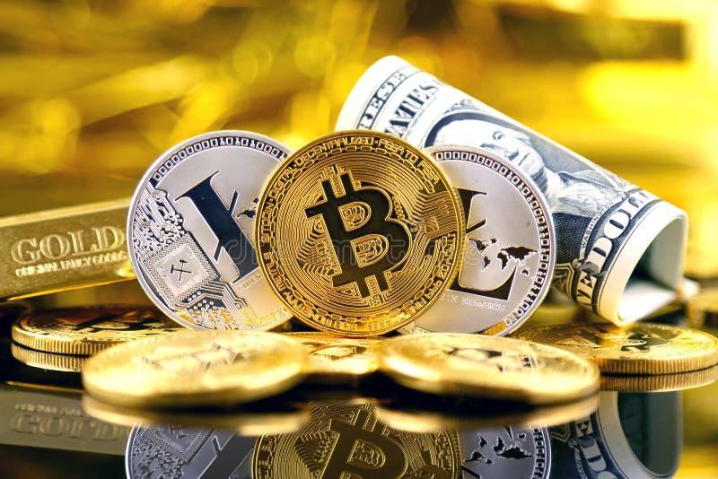 Versão física do dinheiro de Bitcoin e de Litecoin e de cédulas virtuais novos de um dólar imagens de stock royalty free