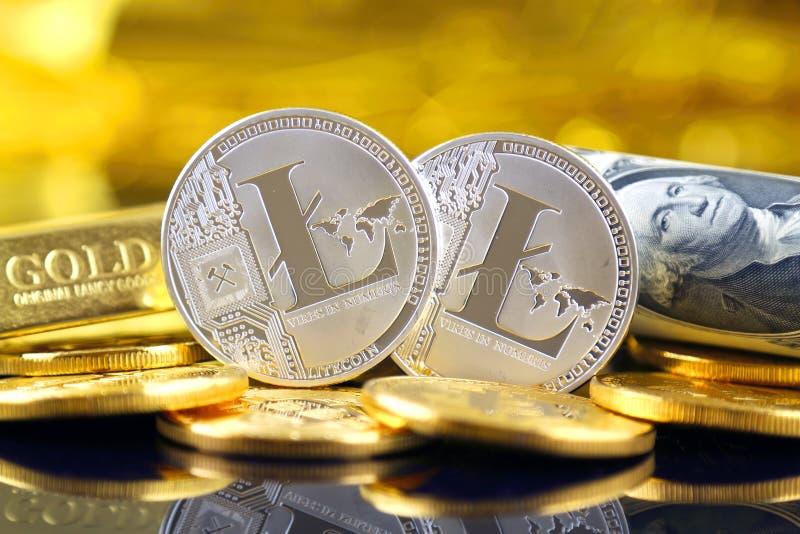 Versão física do dinheiro de Litecoin e de cédulas virtuais novos de um dólar imagem de stock royalty free