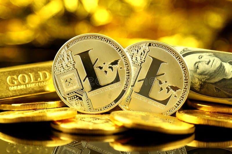 Versão física do dinheiro de Litecoin e de cédulas virtuais novos de um dólar foto de stock royalty free