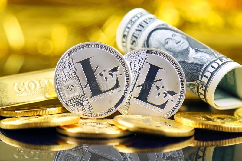 Versão física do dinheiro de Litecoin e de cédulas virtuais novos de um dólar fotos de stock