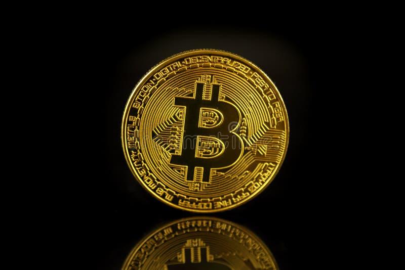 Versão física do dinheiro virtual novo de Bitcoin imagem de stock